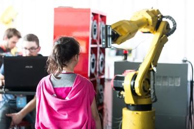 Le robot photographe en pleine action au Festival Robotique de Cachan 2016